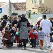 Desfile de Carnaval na Avenida Principal